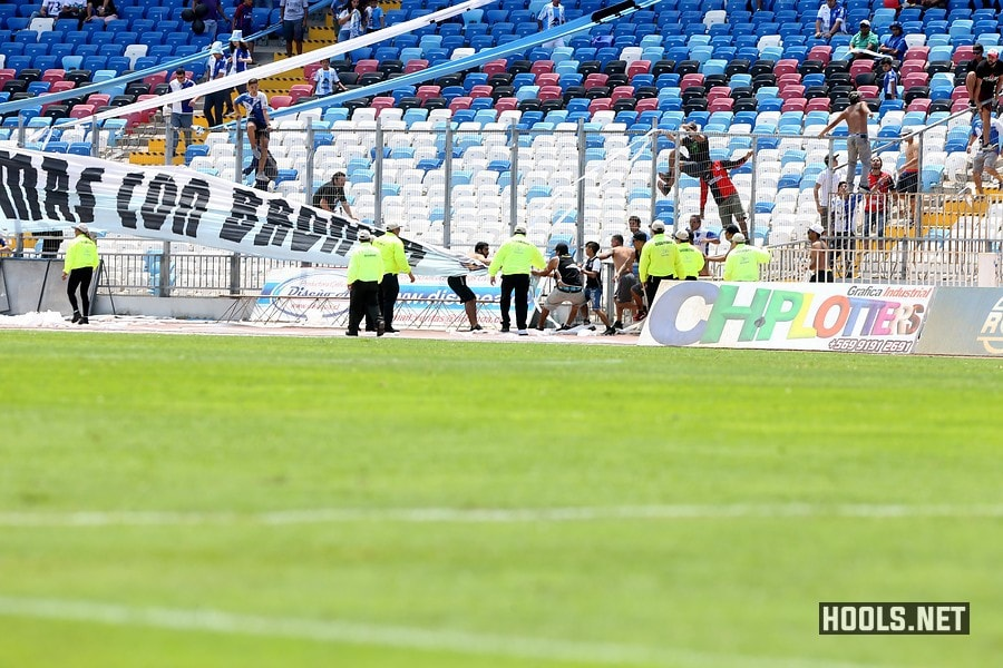 Colo-Colo fans try to snatch an Antofagasta banner