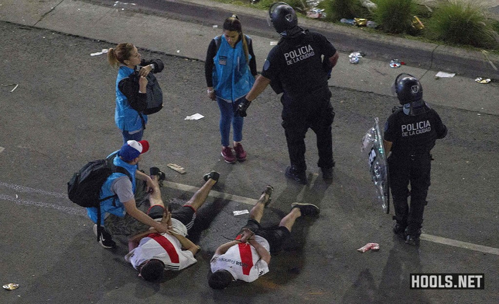 Two River Plate fans are detained on the street