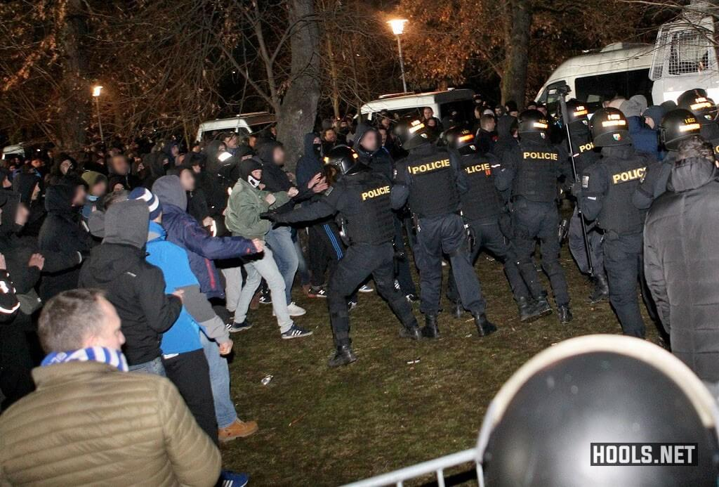 Dinamo Zagreb fans clash with Czech cops before the match.