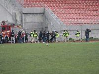 Sloboda Tuzla and Sarajevo fans clash at half-time