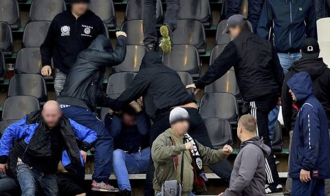 Slavia Prague hools attack Hradec Králové fans during match