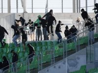 Saint-Etienne fans interrupt behind closed door match