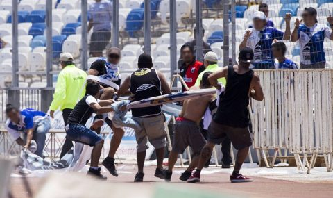 Colo-Colo fans try to snatch Antofagasta banner at half-time