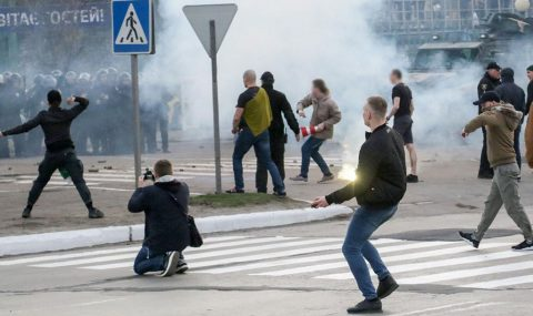Dynamo Kyiv hools clash with cops at Mariupol