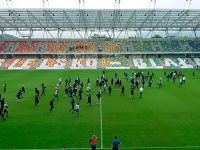 Brawl breaks out on pitch before match in Poland