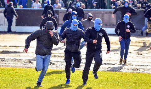 Polish IV Liga match abandoned after pitch invasion