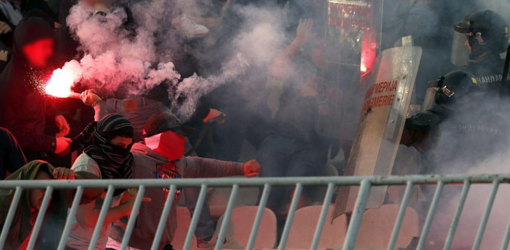 Belgrade derby: Crvena Zvezda fans clash with cops before kick-off