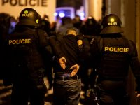 England fans clash with Czech police before Euro 2020 qualifier